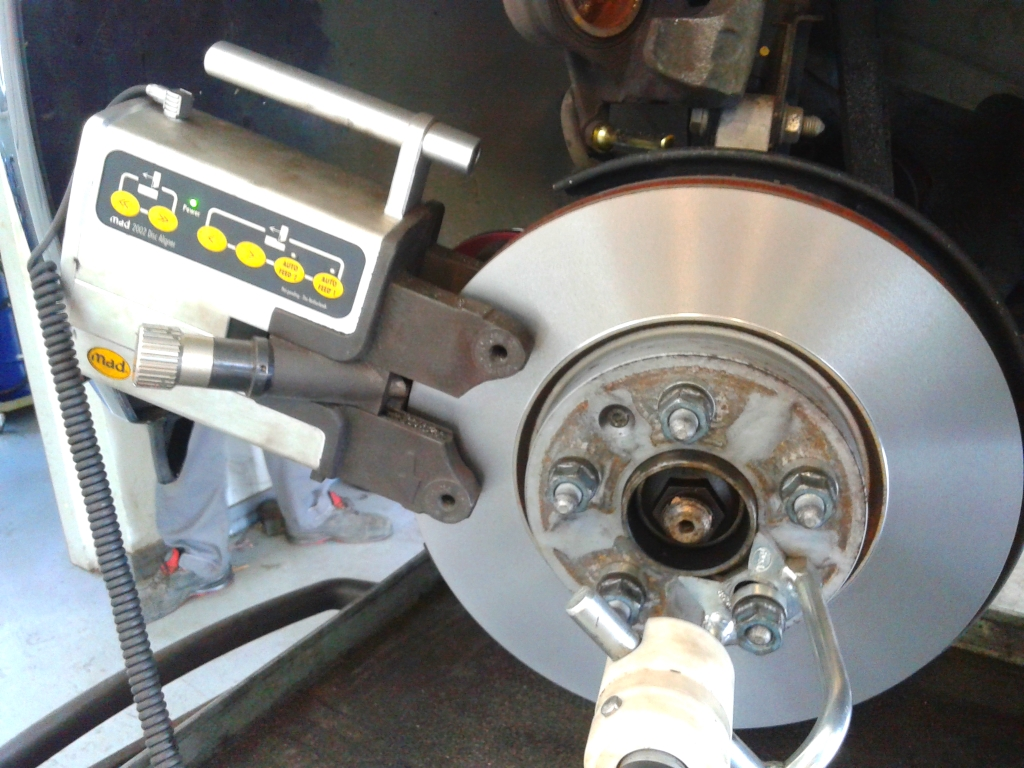 Tokarenje diska na autu
